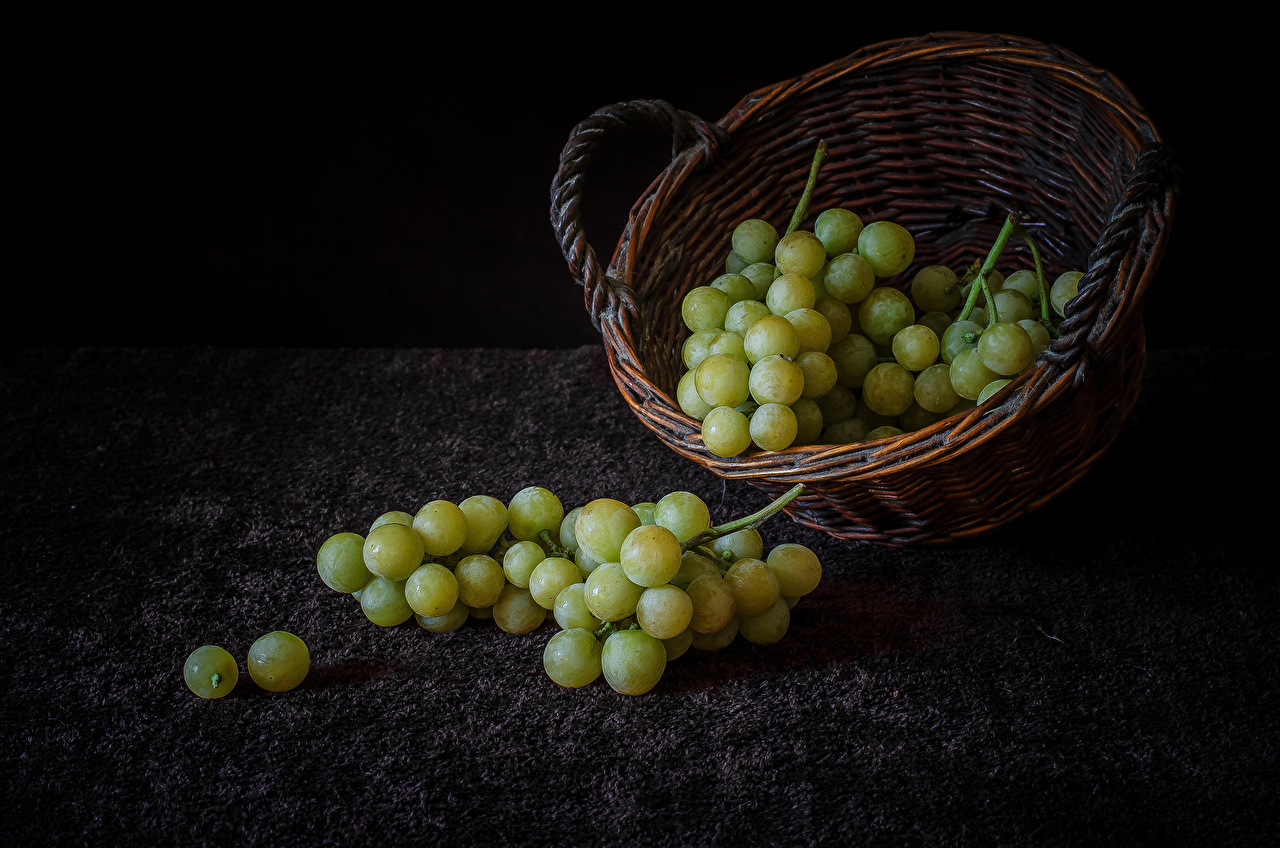 Фотографии Корзинка Виноград Продукты питания Натюрморт корзины Корзина Еда Пища