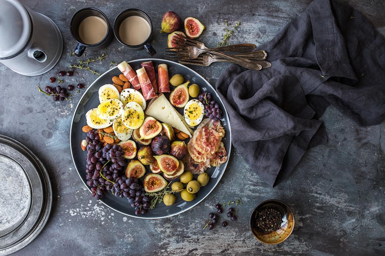 Картинка яйцо Бекон Инжир Оливки Сыры Виноград Еда яиц Яйца яйцами Пища Продукты питания