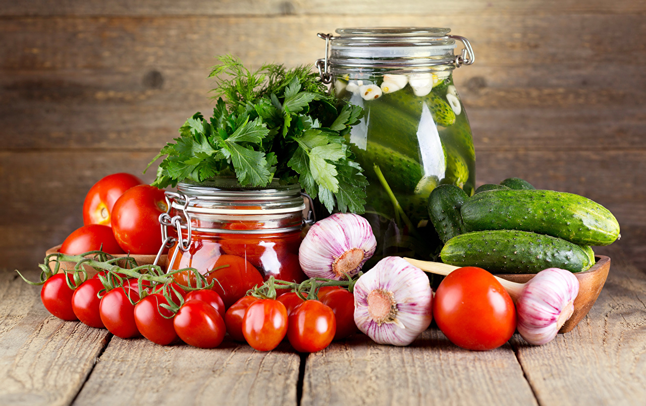 Картинка Огурцы Помидоры банки Чеснок Пища Овощи Томаты банке Банка Еда Продукты питания
