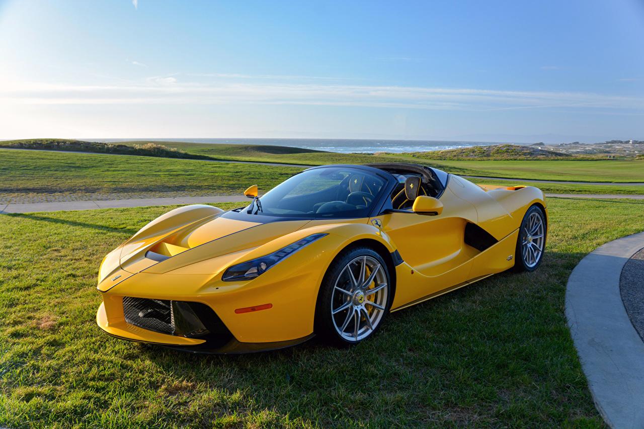 Обои Феррари 2016-17 LaFerrari Aperta Желтый Машины Металлик Ferrari Авто Автомобили