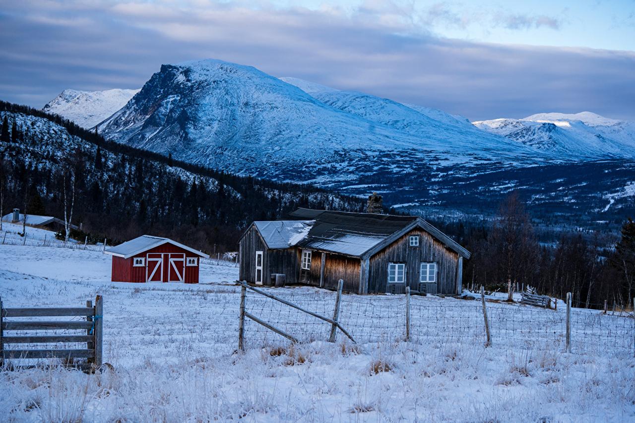 Картинки Норвегия Зима гора Природа Снег Забор Здания Горы зимние снега снегу снеге ограда забора забором Дома