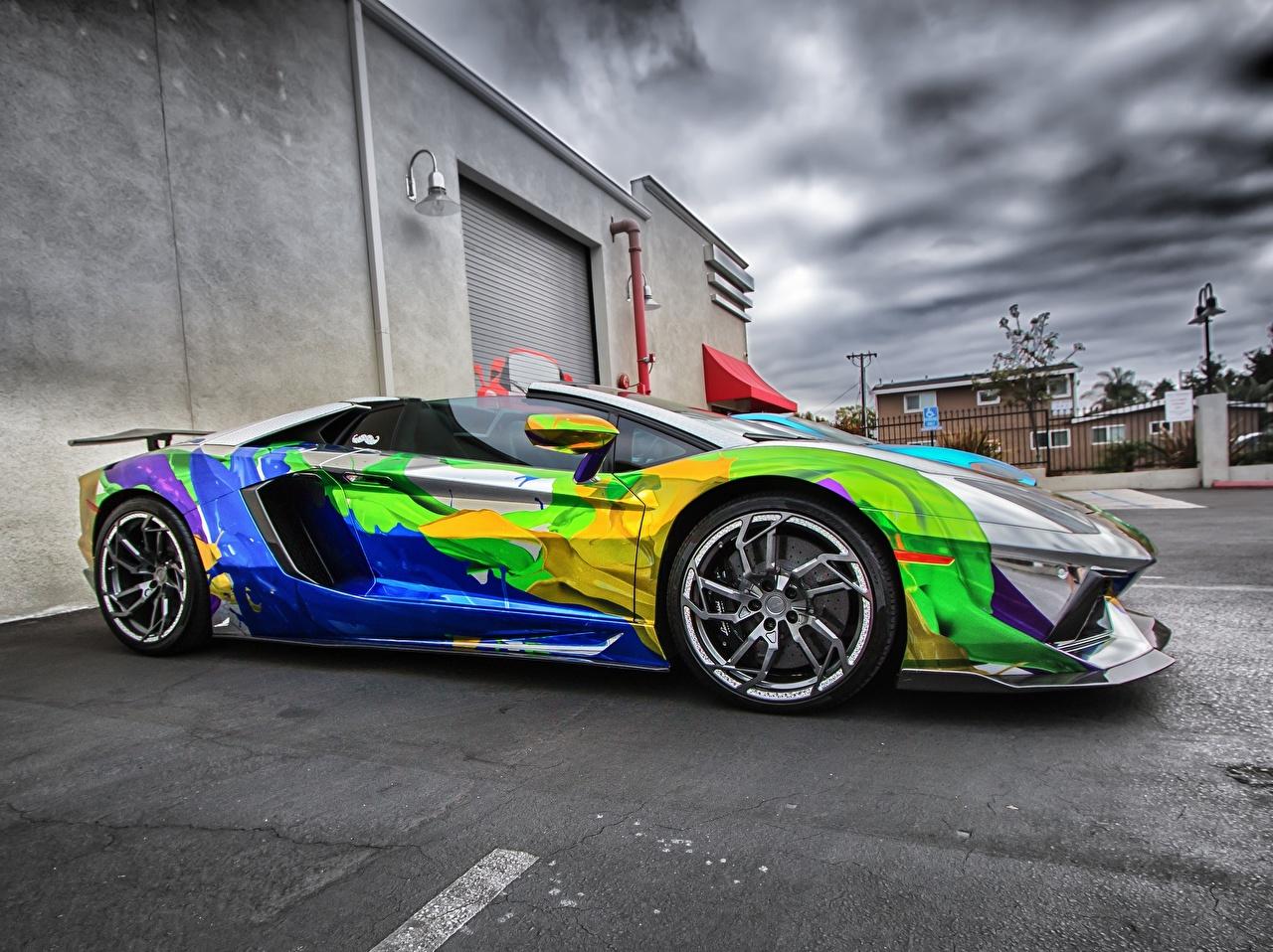 Фото Ламборгини Aventador LP 700-4 Roadster Родстер люксовые HDR Сбоку машины асфальта Lamborghini дорогие дорогая дорогой Роскошные роскошный роскошная HDRI авто машина Асфальт Автомобили автомобиль