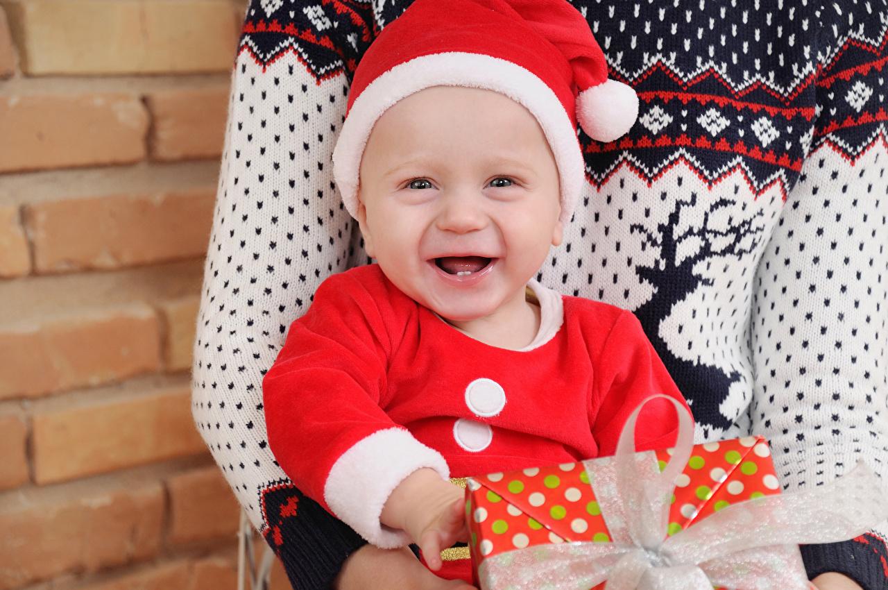 Картинка младенец Новый год счастье Дети в шапке младенца Младенцы грудной ребёнок Рождество Радость радостная радостный счастливые счастливая счастливый ребёнок Шапки шапка