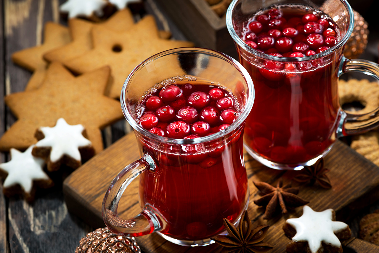 Картинки Рождество два Бадьян звезда аниса Пища Ягоды Кружка Печенье Напитки Новый год 2 две Двое вдвоем Еда кружки кружке Продукты питания напиток