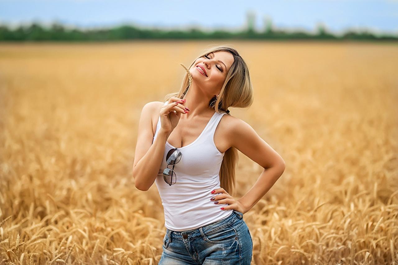 Фотографии Georgiy Dyakov Блондинка Улыбка Irina Поза Девушки Поля майки очках шортах блондинок блондинки улыбается позирует девушка молодые женщины молодая женщина майке Майка шорт Очки Шорты очков