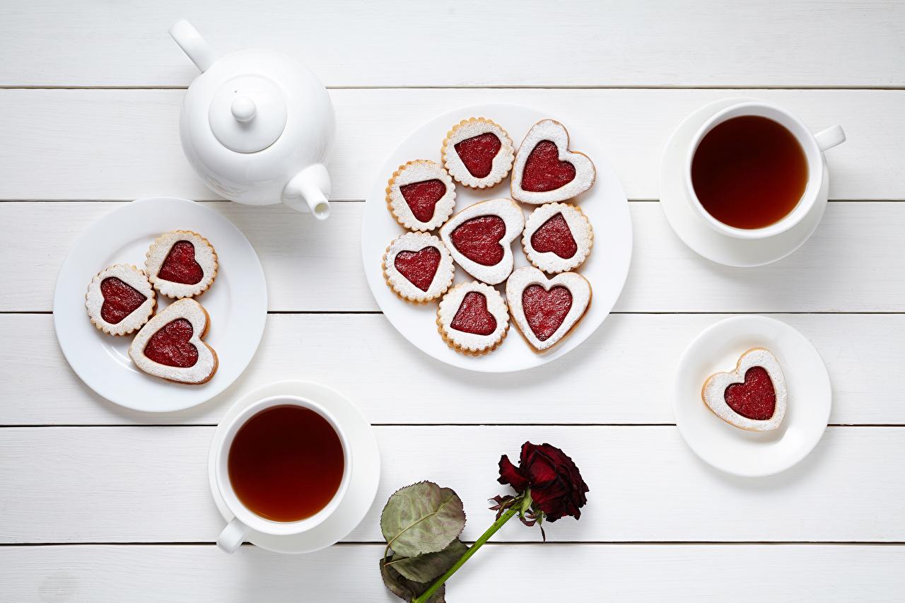 Фотографии серце Чай Розы Чайник Еда чашке Печенье Тарелка Сервировка Доски Сердце сердца сердечко роза Пища Чашка тарелке Продукты питания накрытия стола
