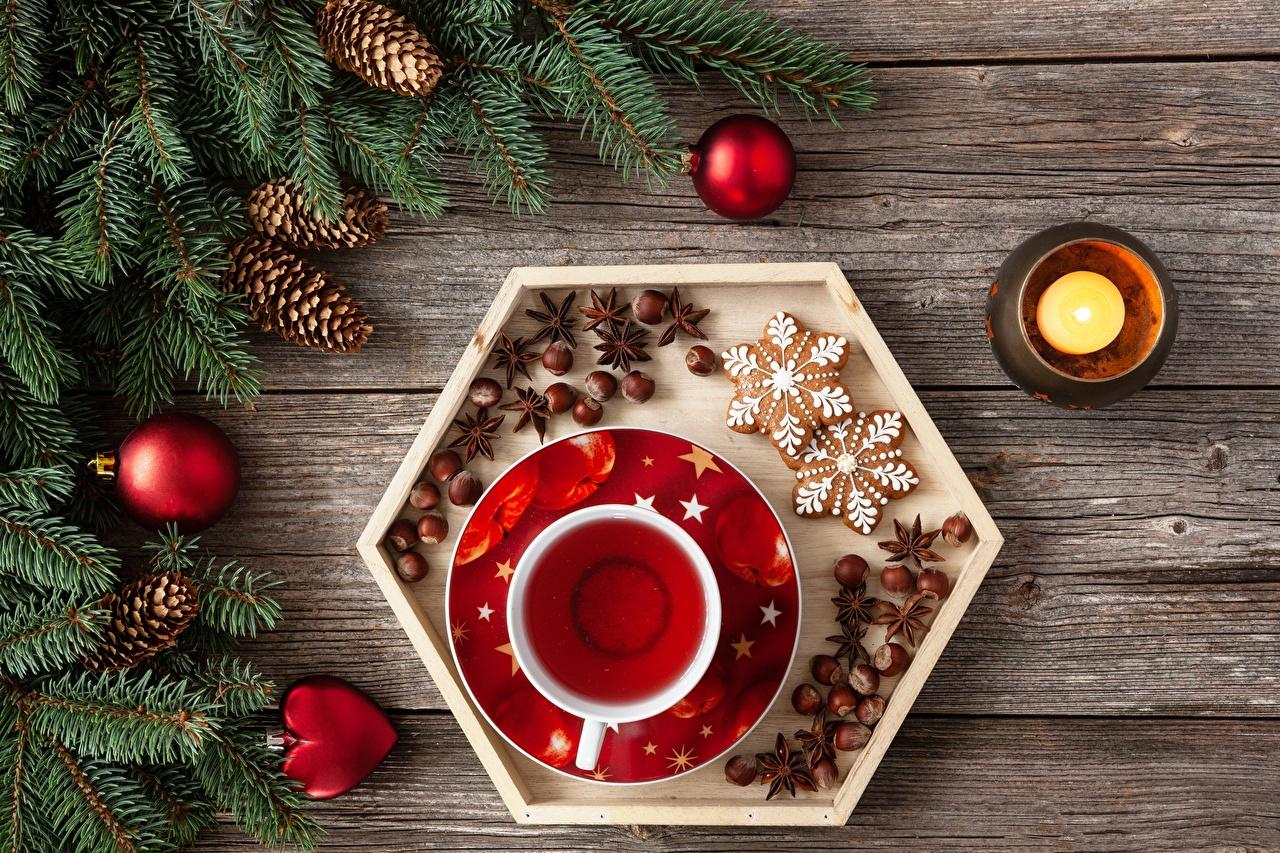 Фото Рождество Фундук Чай Шар Свечи ветвь Шишки Чашка Печенье Новый год Лесной орех Ветки ветка шишка чашке Шарики на ветке