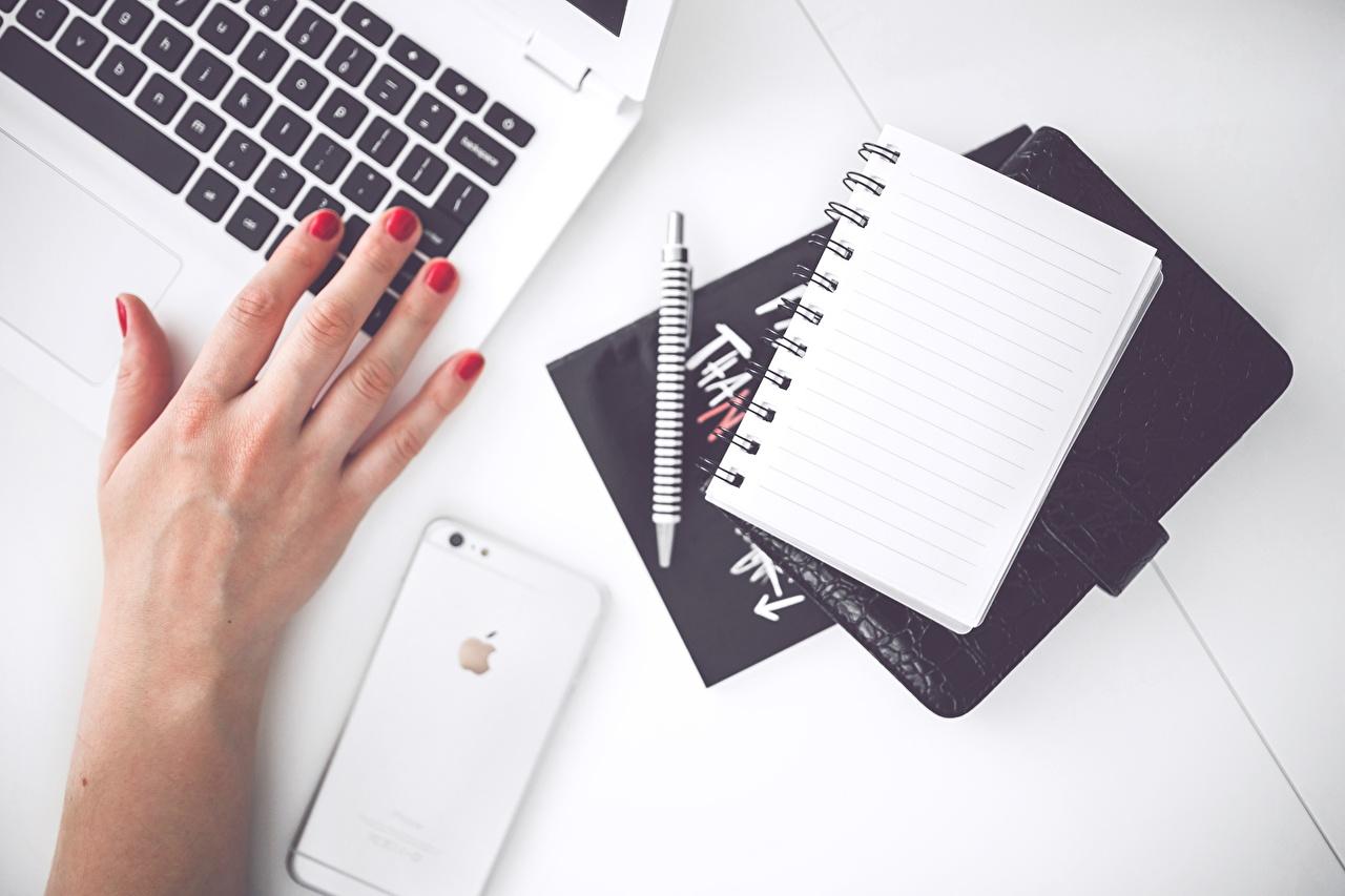 Фотография iPhone Маникюр Шариковая ручка Блокнот Руки Пальцы Айфон маникюра рука