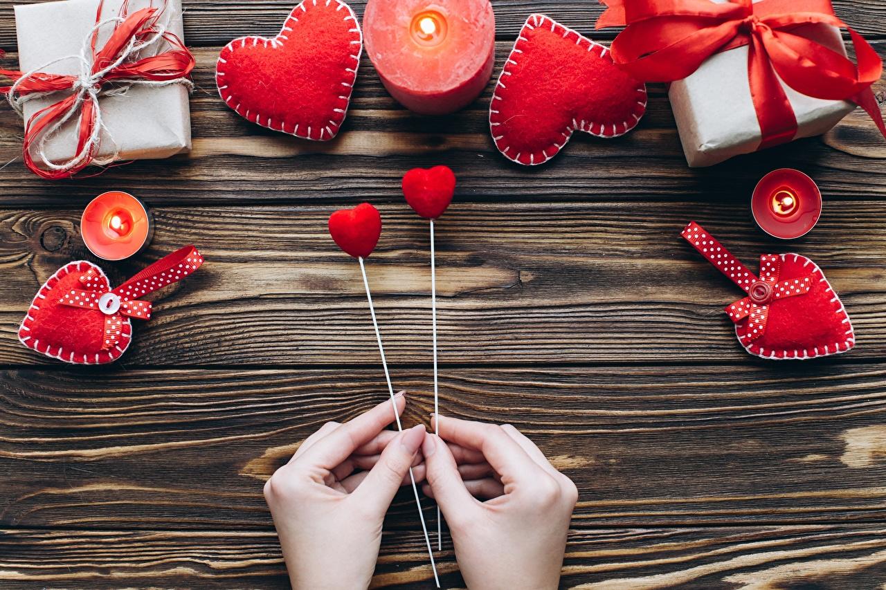Фото День всех влюблённых Сердце рука Свечи Доски День святого Валентина серце сердца сердечко Руки