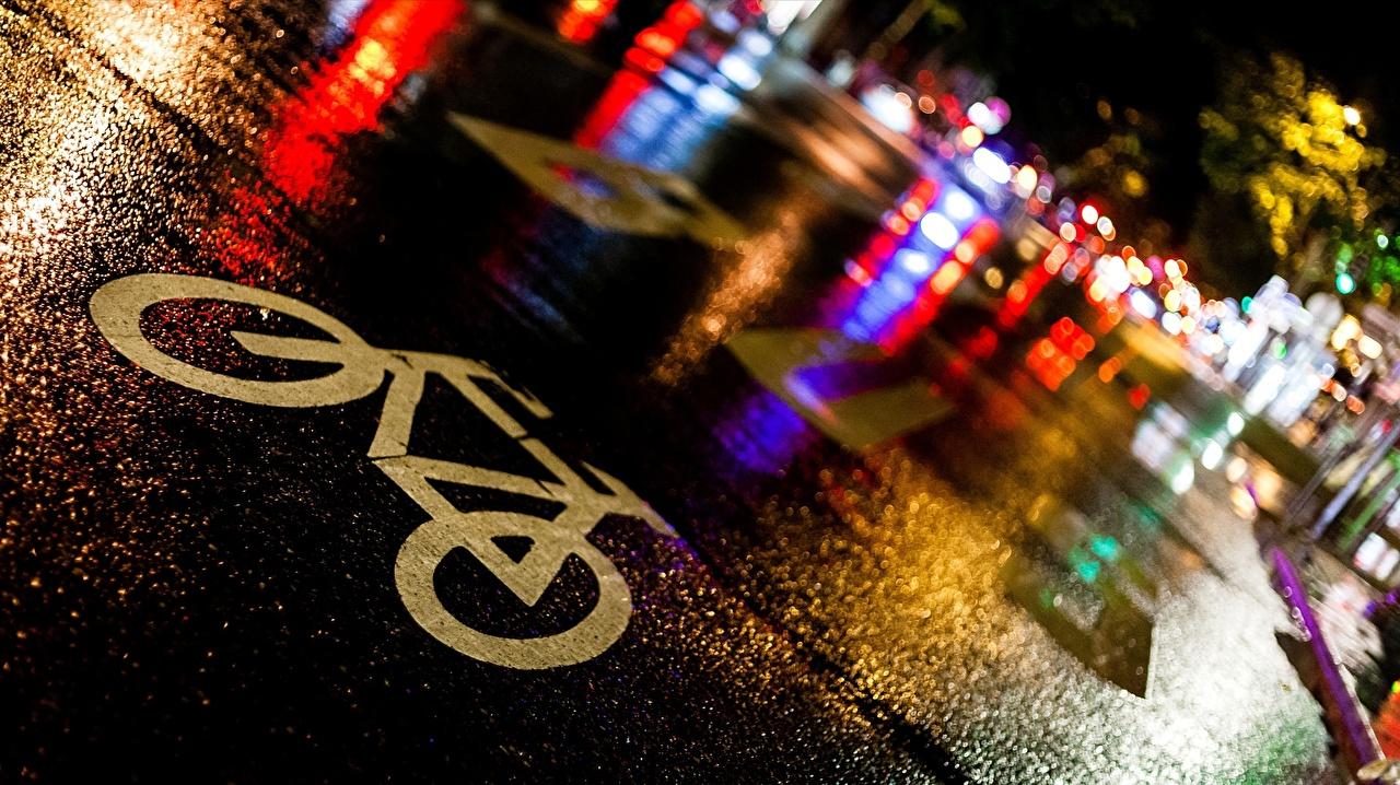 Фото Париж Франция Ile-de-France велосипеды Дороги в ночи асфальта город вблизи париже Велосипед велосипеде Ночь ночью Ночные Асфальт Города Крупным планом