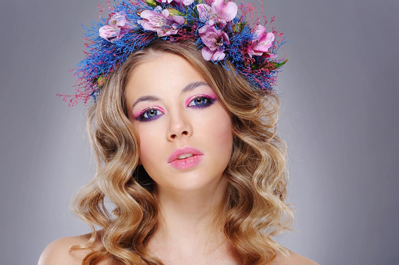 Фотография Модель мейкап красивая прически волос Венок молодые женщины смотрят фотомодель Макияж косметика на лице красивый Красивые Причёска Волосы венком Девушки девушка молодая женщина Взгляд смотрит