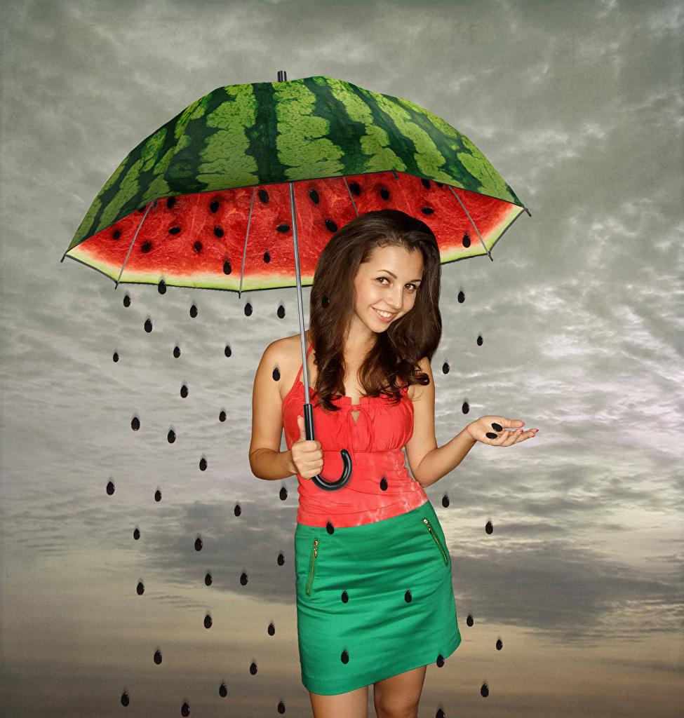 Фотография Шатенка Улыбка Девушки Зерна Арбузы оригинальные зонтом шатенки улыбается девушка молодые женщины молодая женщина зерно Креатив Зонт зонтик