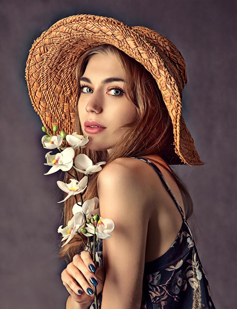 Обои для рабочего стола Красивые лица шляпе орхидея Девушки смотрит  для мобильного телефона красивая красивый Лицо шляпы Шляпа Орхидеи девушка молодая женщина молодые женщины Взгляд смотрят
