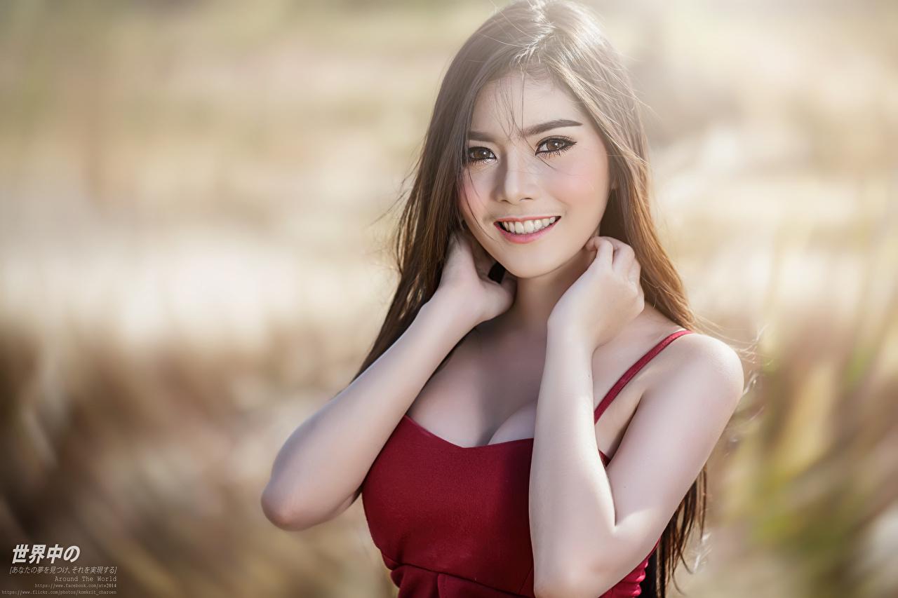 Картинки шатенки улыбается боке молодые женщины азиатка Руки смотрят Шатенка Улыбка Размытый фон девушка Девушки молодая женщина Азиаты азиатки рука Взгляд смотрит