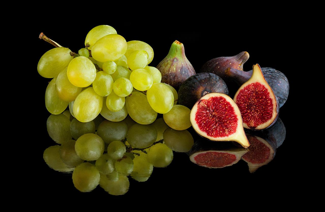 Фотографии Инжир Виноград отражается Продукты питания на черном фоне Отражение отражении Еда Пища Черный фон