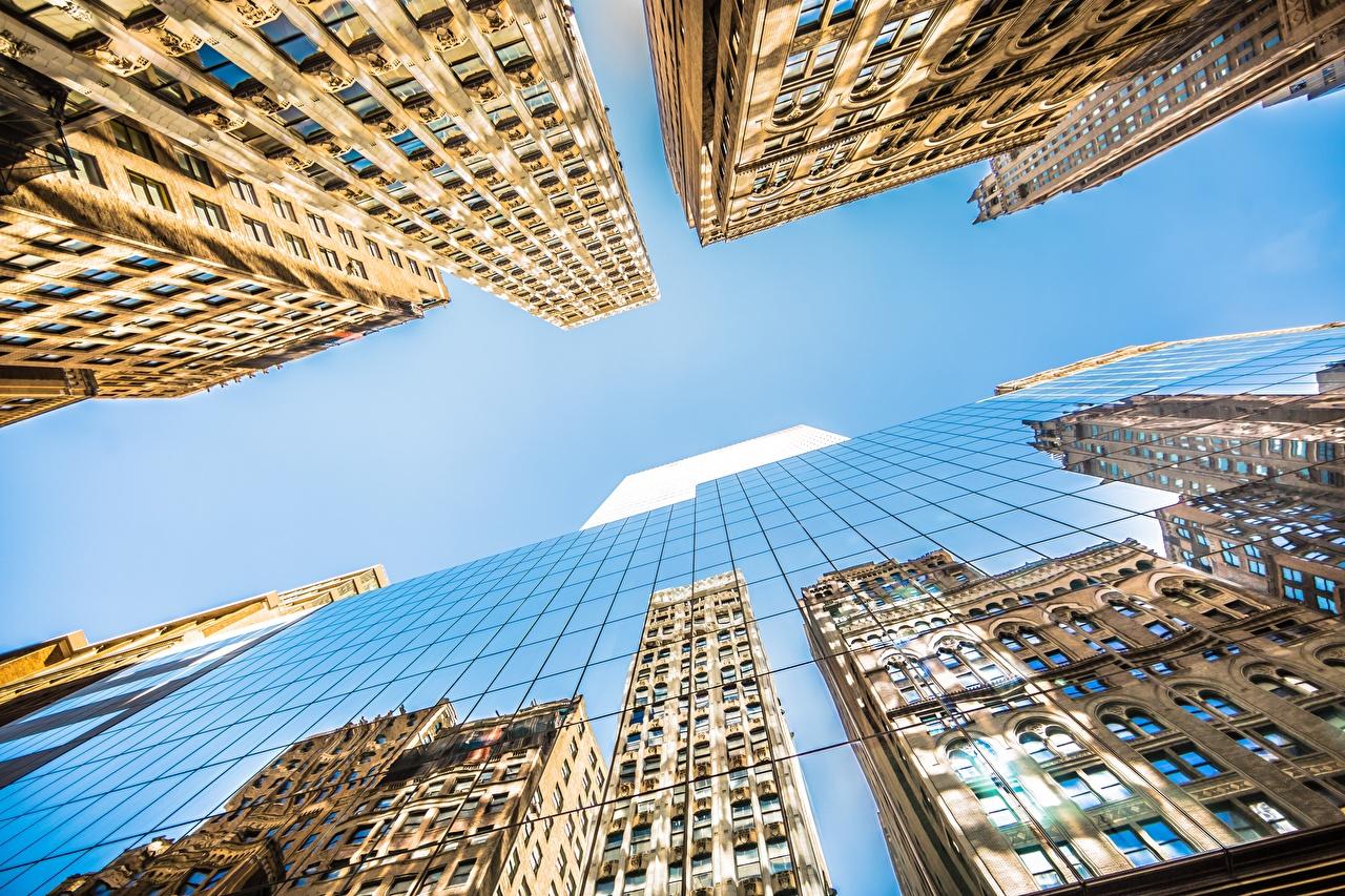 Обои Нью-Йорк Манхэттен штаты Вид снизу Небо отражается Стекло Небоскребы Города Здания США Отражение отражении стекле стеклом Дома город