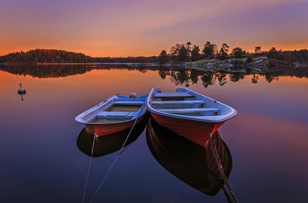 Фотографии Швеция Двое Природа Рассветы и закаты Лодки речка 2 два две вдвоем рассвет и закат река Реки