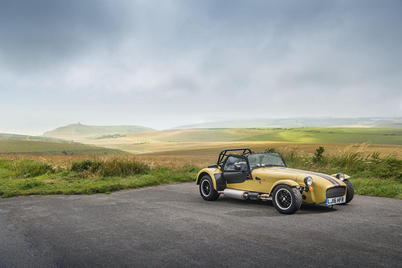 Фото Caterham 7 2015-16 420 R Желтый Автомобили Авто Машины