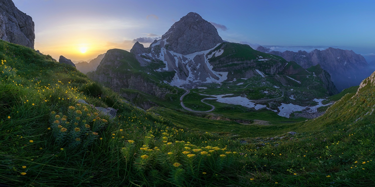 Фото Альпы Словения Julian Alps, Mangart Mountain Горы Природа Утро Пейзаж Трава альп гора траве