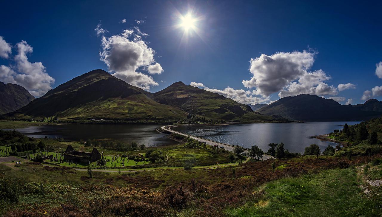 Обои Шотландия Carn Gorm Горы Солнце Природа Озеро Пейзаж Дороги Вечер Облака облако облачно