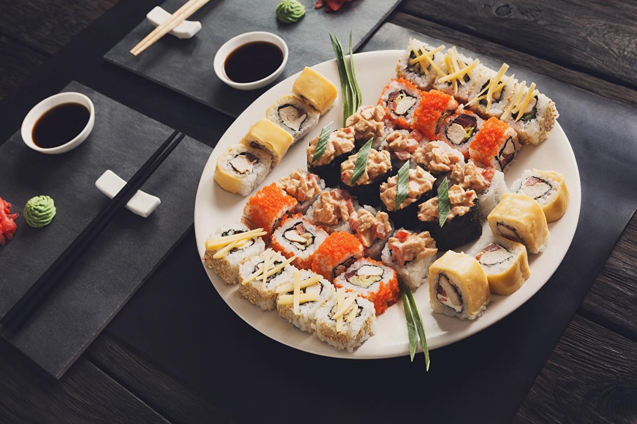 Фото суси Еда Тарелка Палочки для еды Суши Пища тарелке Продукты питания