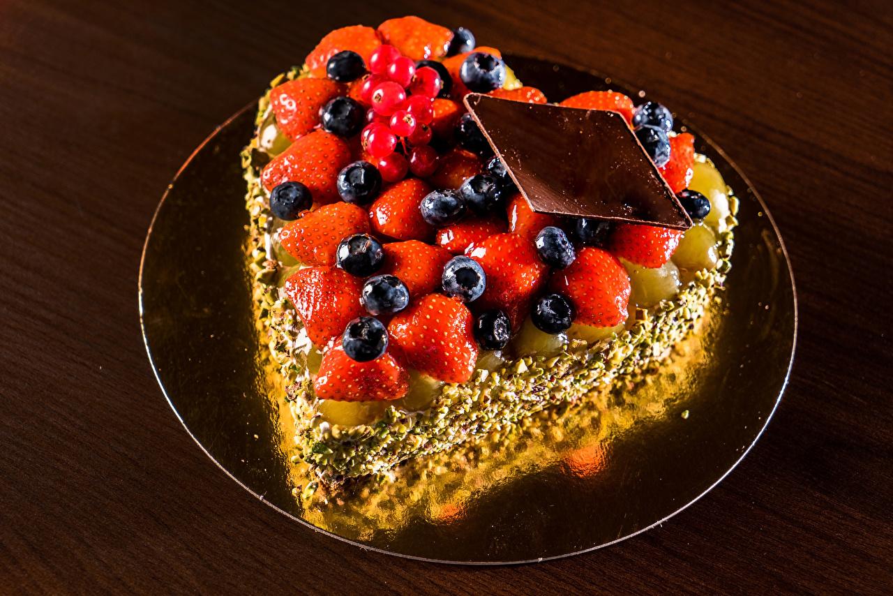 Картинка Сердце Шоколад Торты Черника Клубника Пища дизайна серце сердца сердечко Еда Продукты питания Дизайн