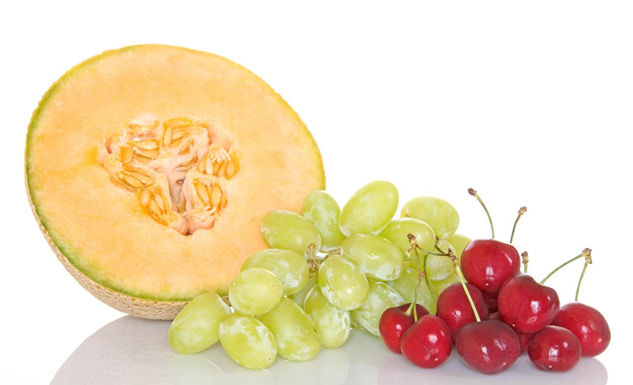 Картинка Дыни Черешня Виноград Еда белом фоне Вишня Пища Продукты питания Белый фон белым фоном
