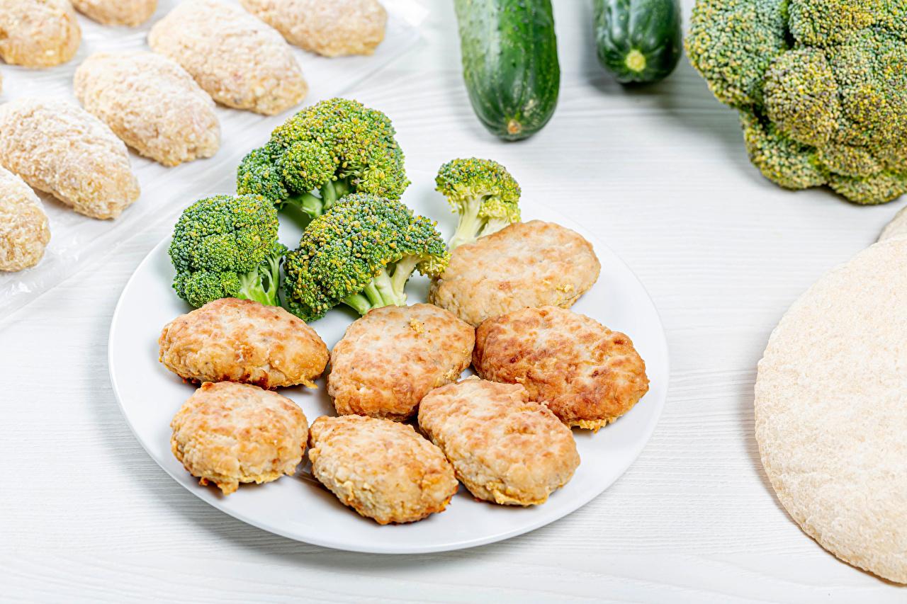 Картинки Котлеты Брокколи Еда тарелке котлета Пища Тарелка Продукты питания