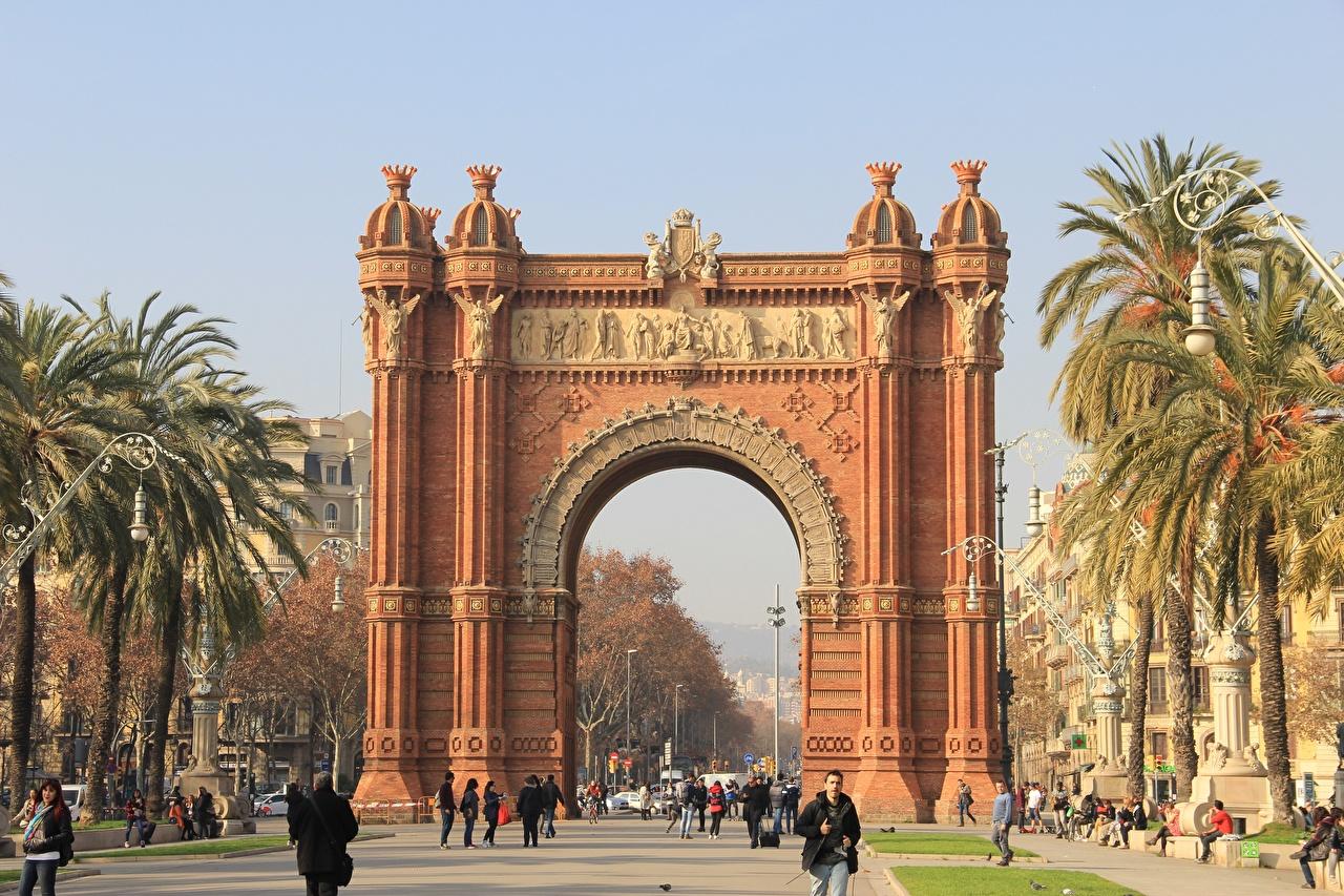 Картинка Барселона Испания Памятники Арка Triomphe улиц Пальмы город арки пальм Улица улице пальма Города
