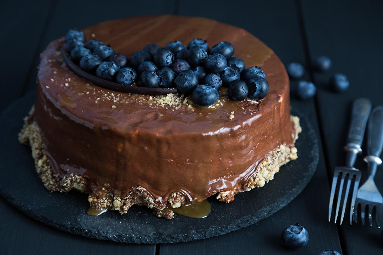 Обои для рабочего стола Шоколад Торты Черника Еда сладкая еда Пища Продукты питания Сладости