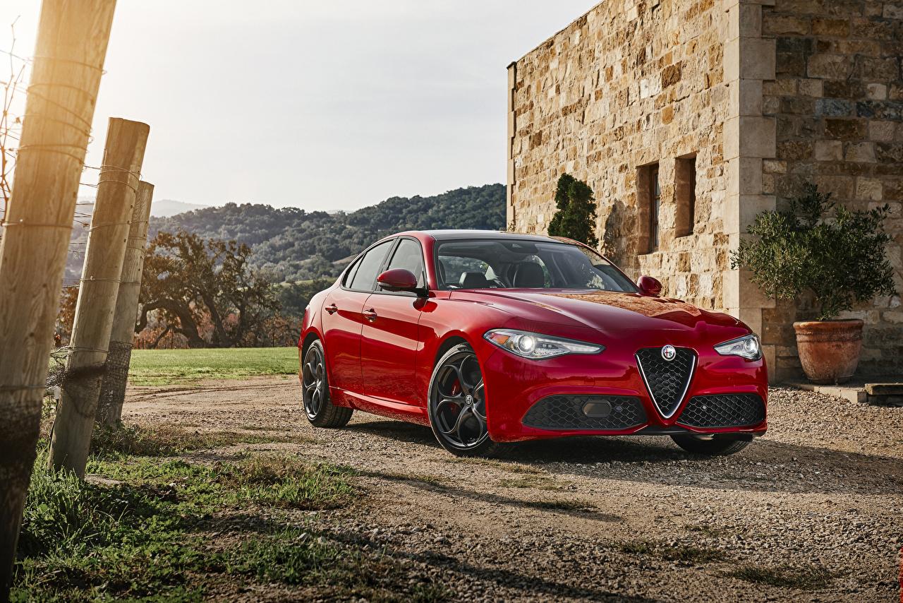 Фотографии Alfa Romeo 2016-17 Giulia красных машина Металлик Альфа ромео красная красные Красный авто машины Автомобили автомобиль