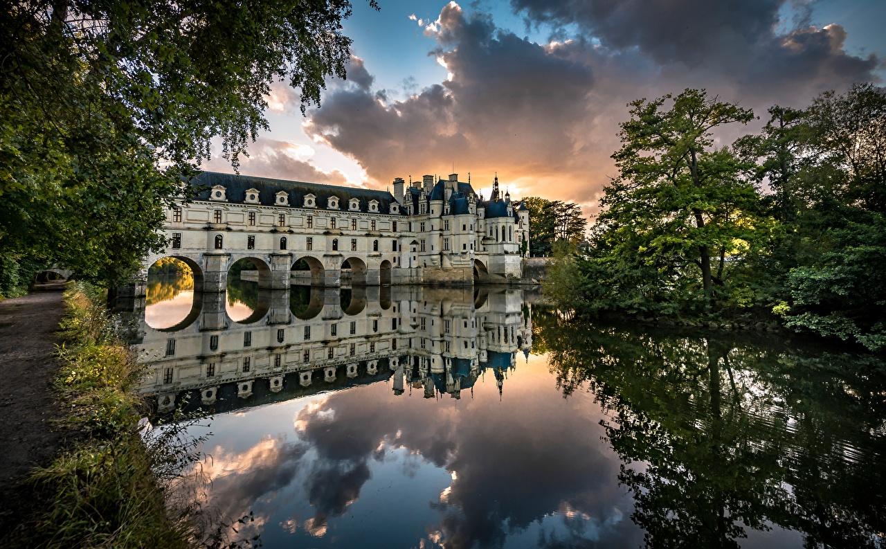 Фото Франция башни Château de Chenonceau замок Природа Отражение Реки деревьев Башня Замки отражении отражается река речка дерево дерева Деревья