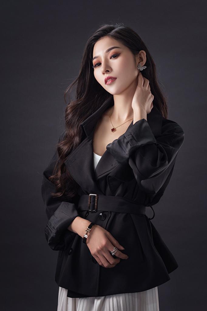 Фотографии брюнеток позирует девушка азиатки смотрят  для мобильного телефона брюнетки Брюнетка Поза Девушки молодая женщина молодые женщины Азиаты азиатка Взгляд смотрит