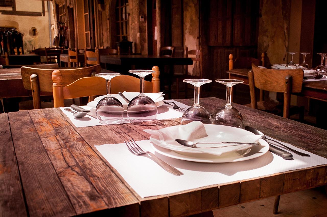 Фотографии Ресторан Стол бокал тарелке Вилка столовая накрытия стола рестораны ресторане стола столы вилки Бокалы Тарелка Сервировка