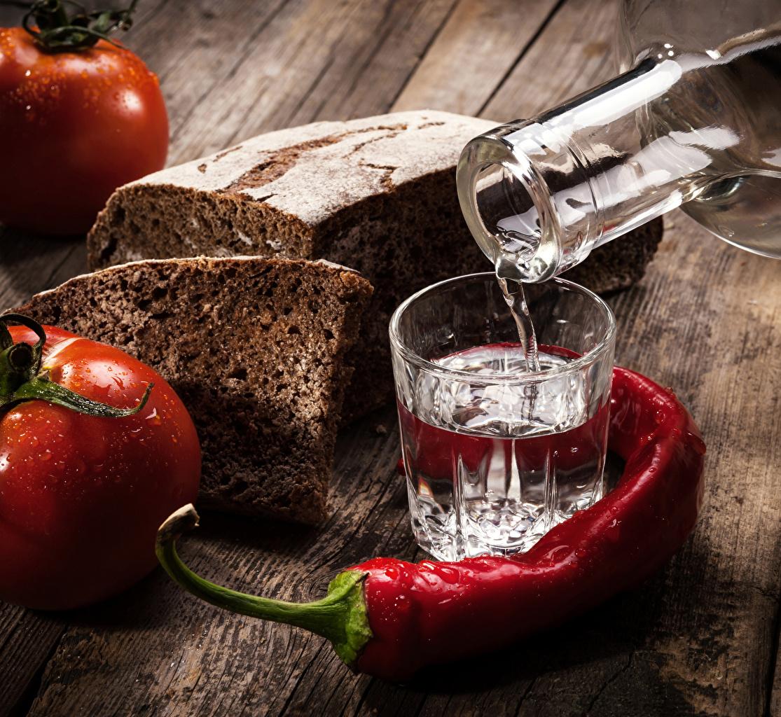 Фотографии Водка Помидоры Острый перец чили Хлеб Пища Рюмка Томаты Еда Продукты питания