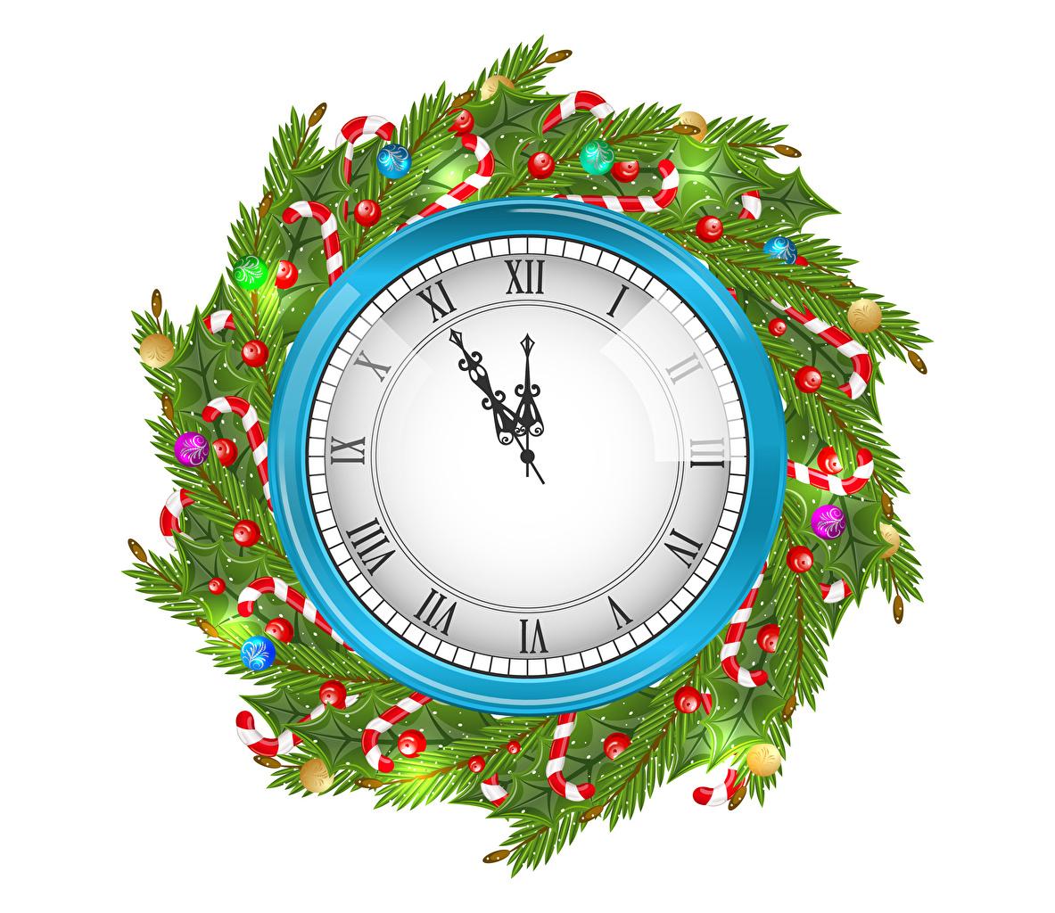 Фотографии Рождество Часы ветвь Шарики Циферблат белом фоне Новый год Шар ветка Ветки на ветке Белый фон белым фоном