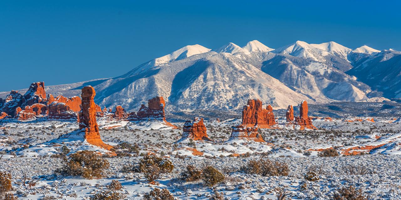 Обои для рабочего стола штаты панорамная Arches National Park, Utah гора скалы зимние Природа Парки Пейзаж США америка Панорама Горы Зима Утес скале Скала парк