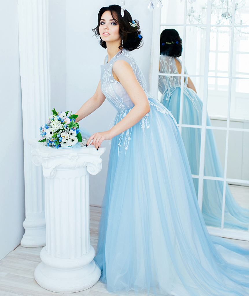 Картинка Шатенка невесты Букеты девушка Взгляд платья шатенки Невеста букет Девушки молодые женщины молодая женщина смотрят смотрит Платье