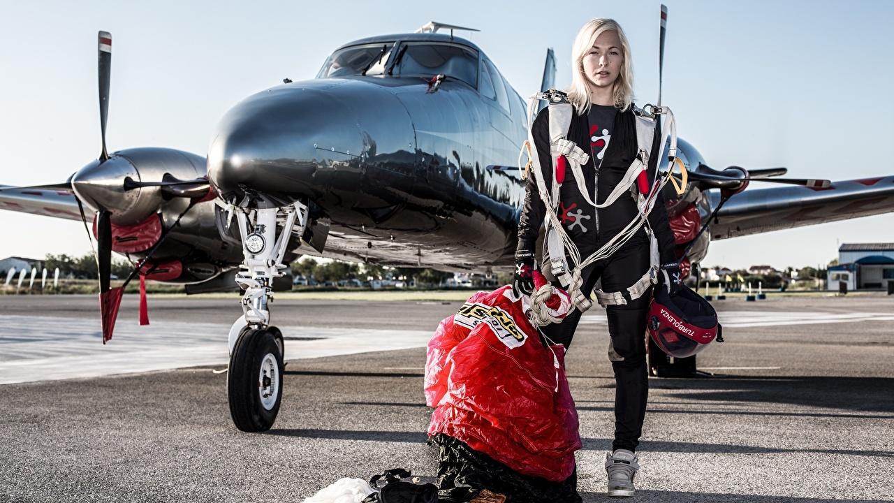 Обои Самолеты блондинок Спорт Парашютизм скайдайвинг униформе Блондинка блондинки Униформа
