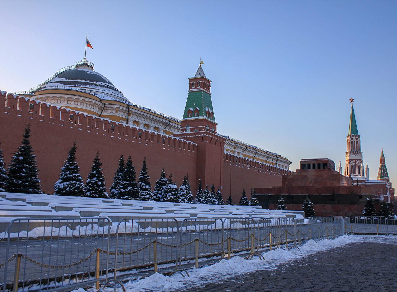 Обои Москва Россия Городская площадь Московский Кремль Red square Kremlin Ель зимние Забор стенка Города Зима ограда Стена