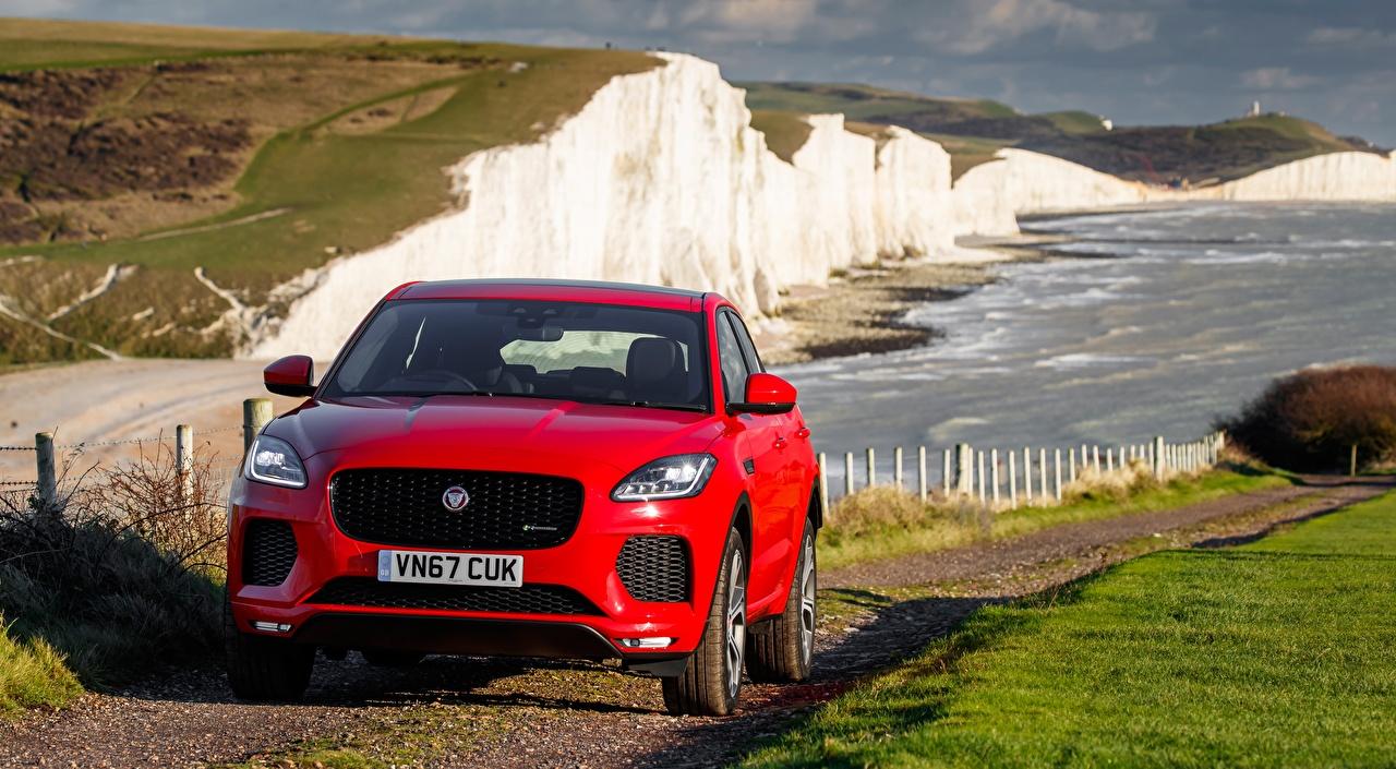 Картинка Jaguar Кроссовер E-Pace, R-Dynamic First Edition, UK-spec, 2017 Красный машина Спереди Ягуар CUV красных красные красная авто машины автомобиль Автомобили