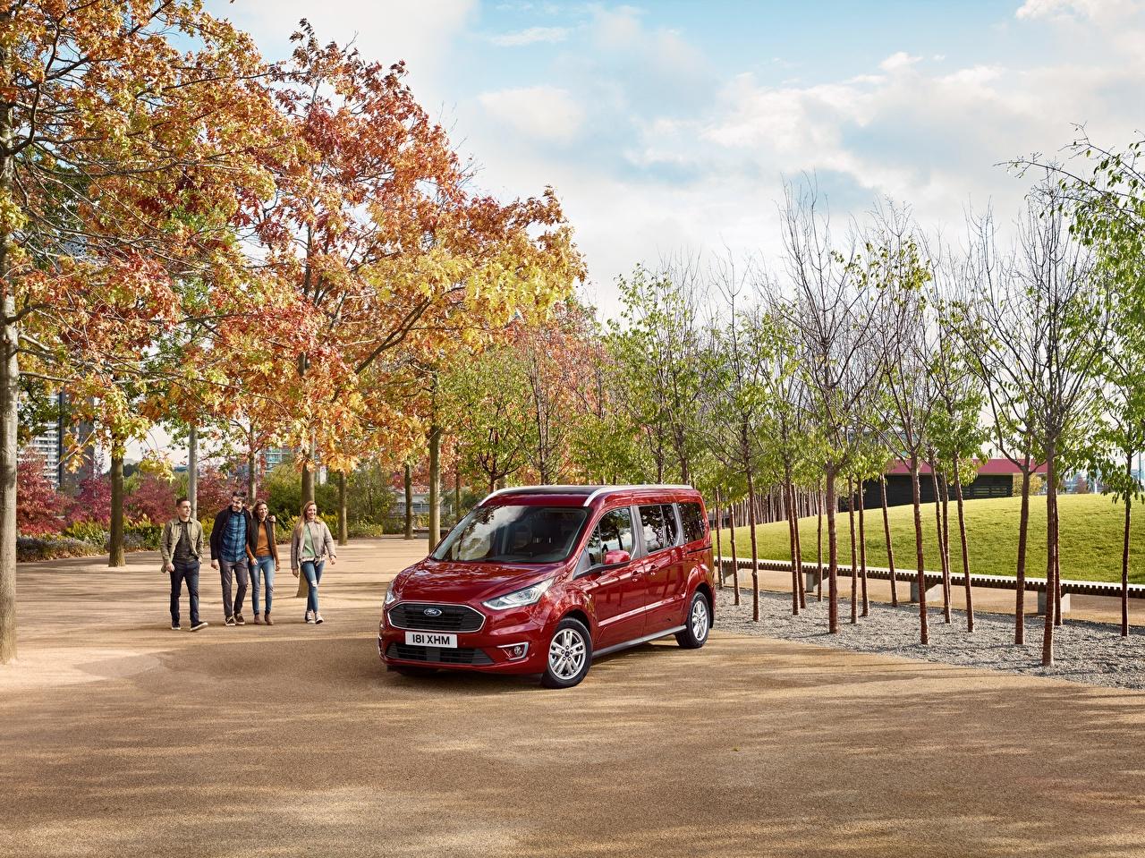 Картинки Форд 2018 Grand Tourneo Connect Worldwide темно красный машина Металлик Ford Бордовый бордовые бордовая авто машины автомобиль Автомобили