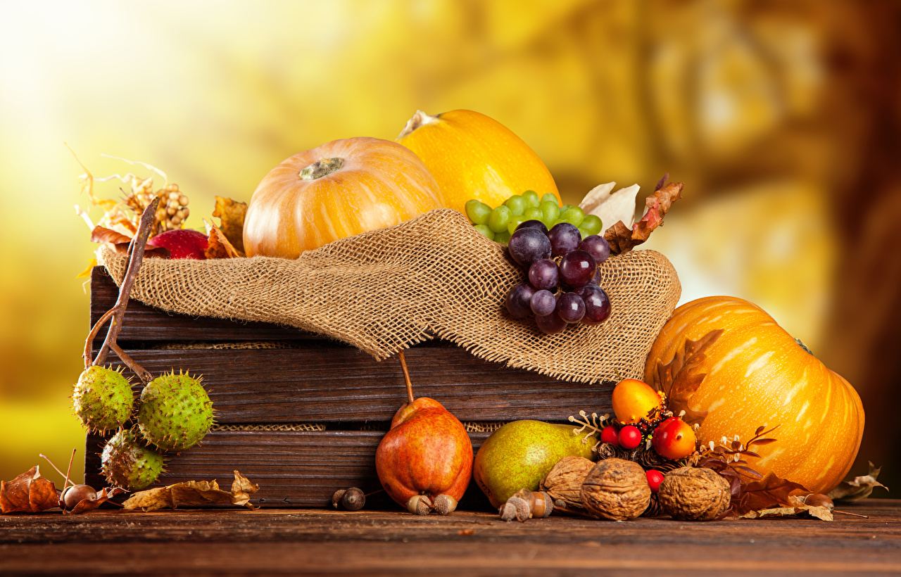 Фото Осень Тыква Груши Виноград Пища Орехи осенние Еда Продукты питания