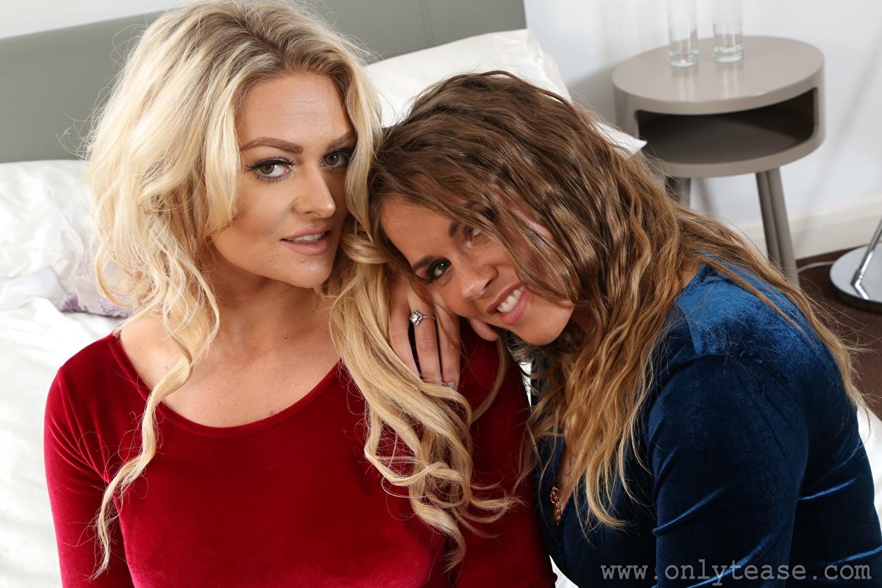 Картинка Amy S Only Siobhan Graves Шатенка блондинки Улыбка Двое девушка смотрят шатенки Блондинка блондинок улыбается 2 два две вдвоем Девушки молодая женщина молодые женщины Взгляд смотрит