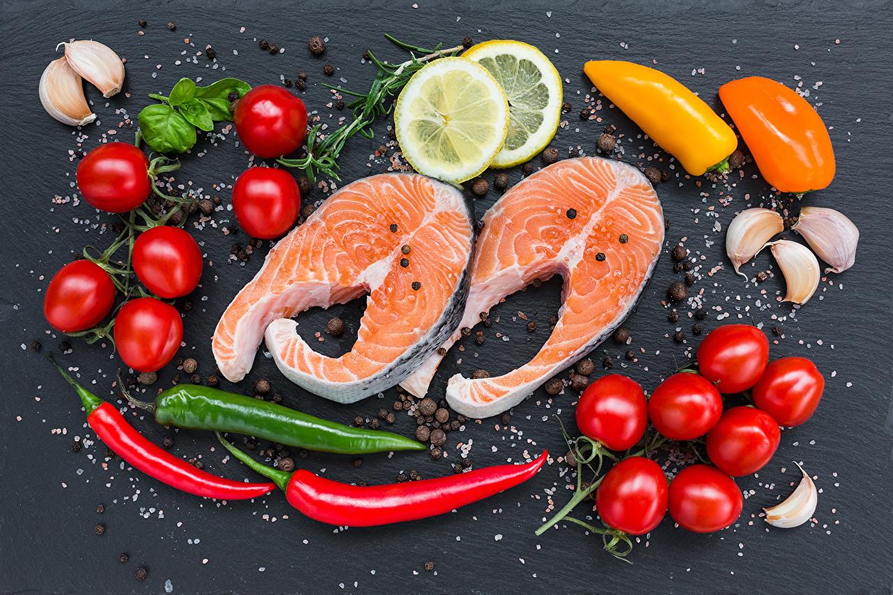 Фото Помидоры Рыба Лимоны Чеснок перец овощной Продукты питания Томаты Еда Пища Перец