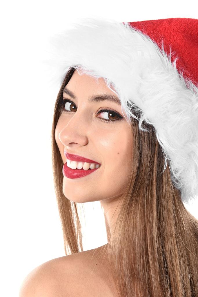 Фотография Шатенка Новый год Улыбка Шапки Девушки Зубы Взгляд Белый фон Рождество смотрит