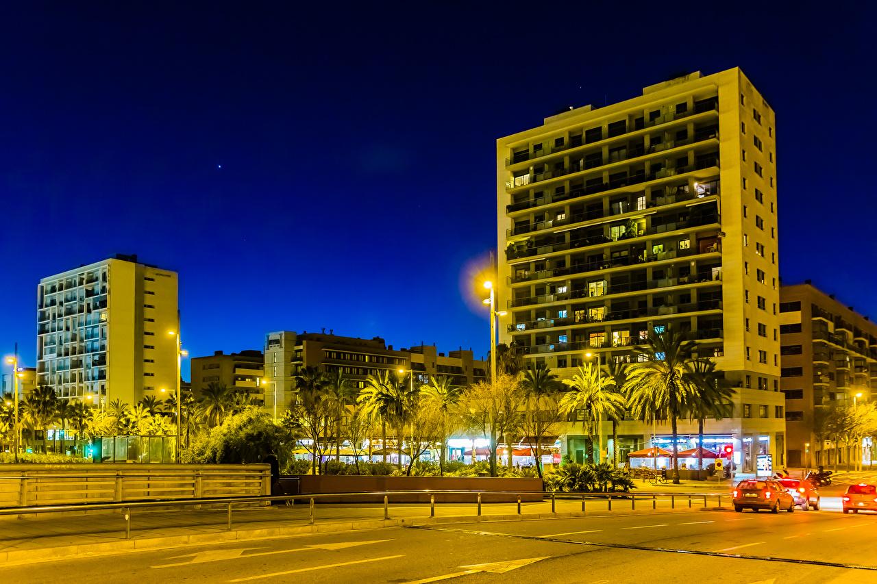 Картинка Барселона Испания улиц Вечер Уличные фонари Города Здания Улица улице Дома город