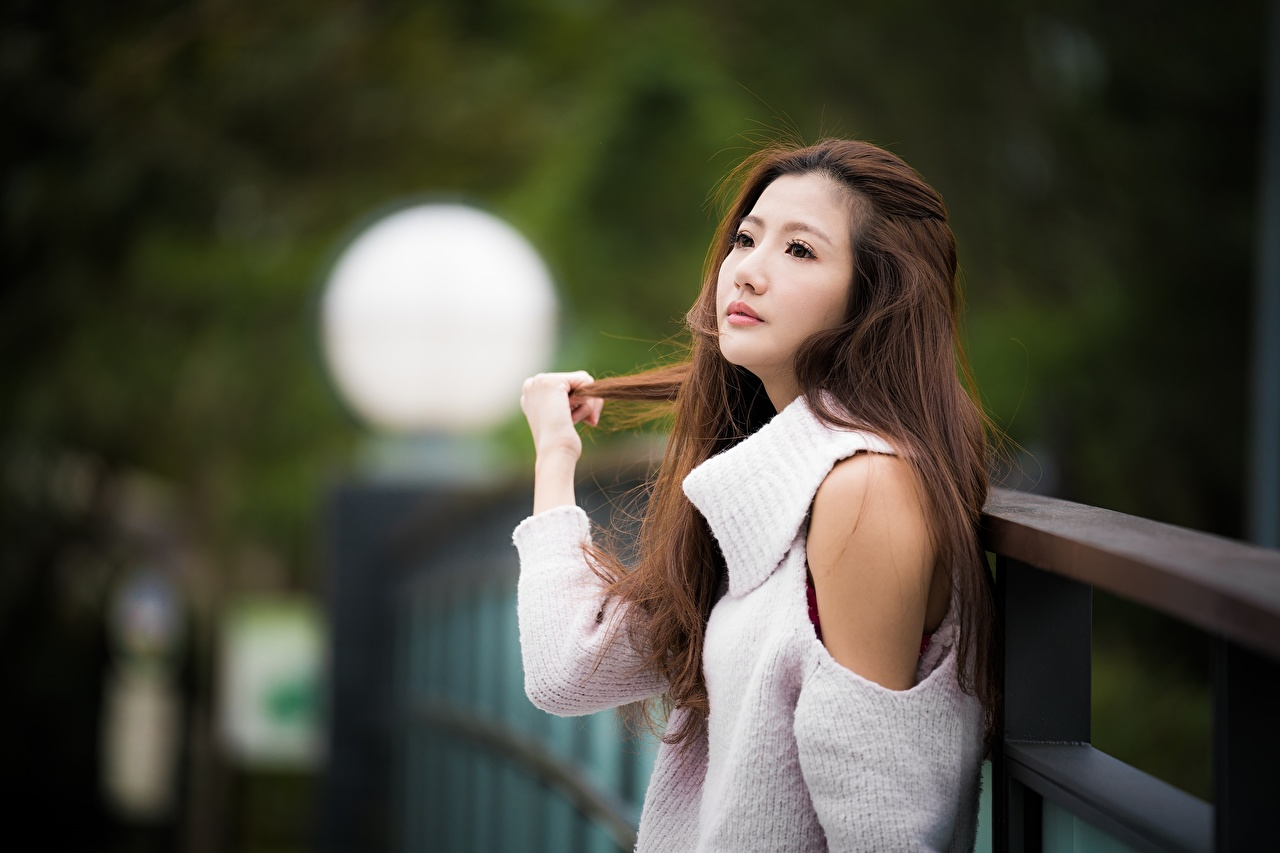Обои для рабочего стола Шатенка боке Миленькие Волосы молодая женщина Азиаты свитера шатенки Размытый фон милая милый Милые волос Девушки девушка молодые женщины Свитер свитере азиатка азиатки