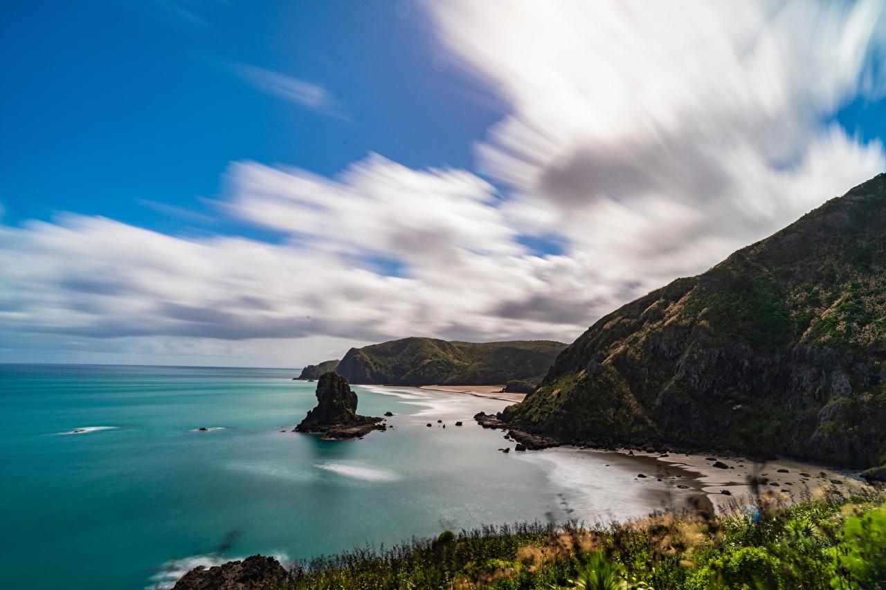 Обои для рабочего стола Новая Зеландия Piha Beach скалы Природа Побережье Облака Утес скале Скала берег облако облачно