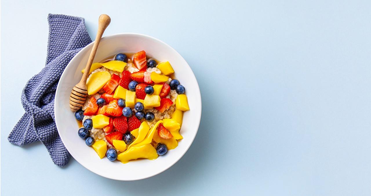 Обои для рабочего стола Завтрак Еда Мюсли Ягоды Фрукты тарелке Пища Тарелка Продукты питания